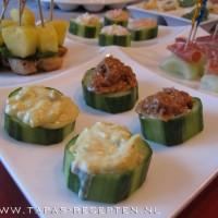 Gevulde komkommerschijven
